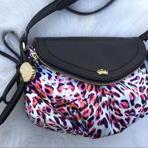 🆕Juicy Couture leopard print travelers crossbody